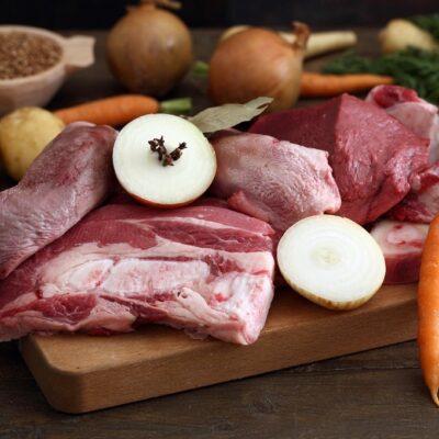 Vlees pakket met vergeten vlees van biologisch rund