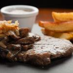 Sucadelappen van grasgevoerde Black Angus, biologisch stoofvlees