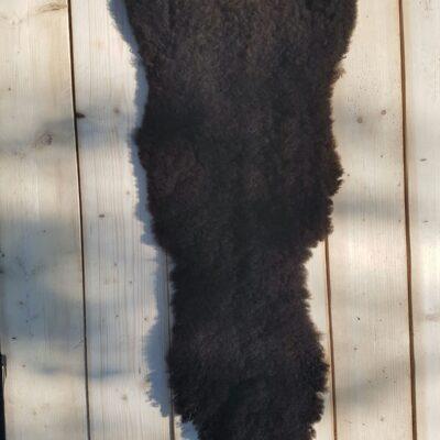 125 x 45 donkerbruine schapenvacht