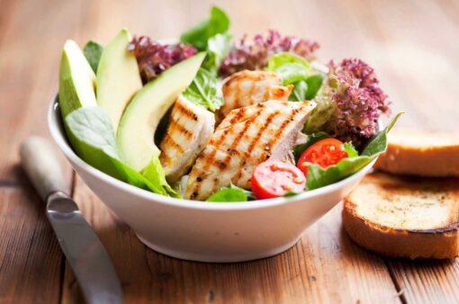 biologische Kipfilet in de salade