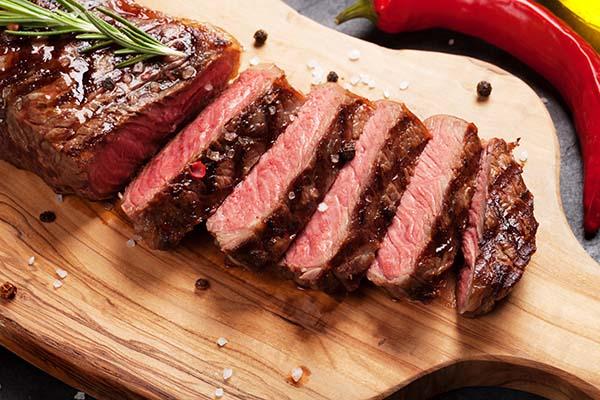 bavette steak recept Flat iron steak met een rub van koffie, cacao & chili