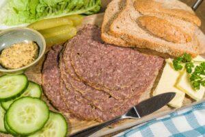 gebraden rundergehakt, gesneden broodbeleg